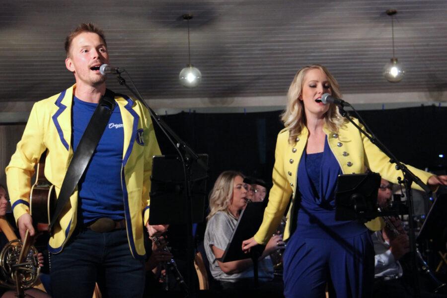 Nei, det er ikke Sun Trip på tur. Det er rett og slett de flotte solistene Sindre Dybvikstrand og Maria Mohn! FOTO: Tor Kristian Pettersen.