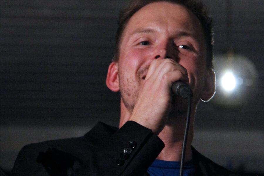 Solist Sindre Dybvikstrand. FOTO: Tor Kristian Pettersen.